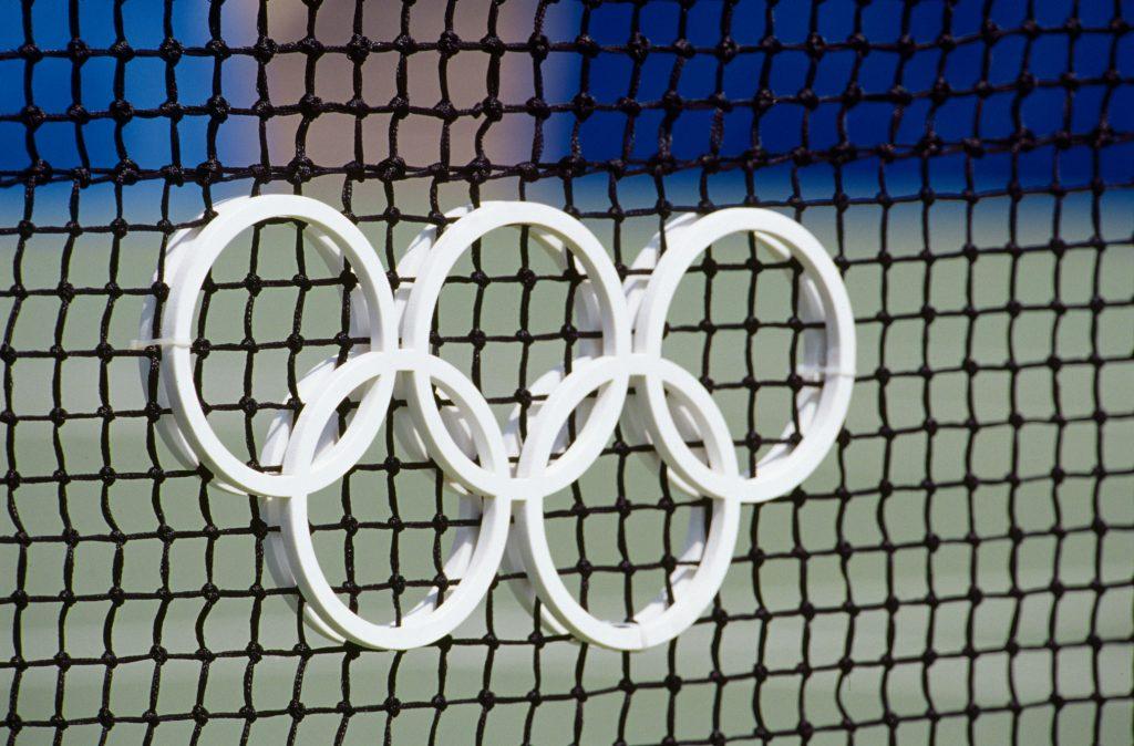 JO Sydney 2000, Tennis - Les anneaux olympiques sur un filet.